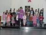 Pfarrerin Monika Kunz und der Kinderchor