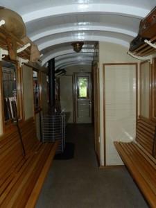 Frankfurter Feldbahnmuseum - Innenraum eines sehr schön aufgearbeiteten Wagens