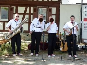 Die Heißen Vier auf dem Marktplatz in Unterliederbach