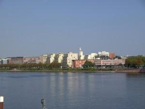 Frankfurt am Main Sachsenhausen, Mainufer westlich der Friedensbrücke