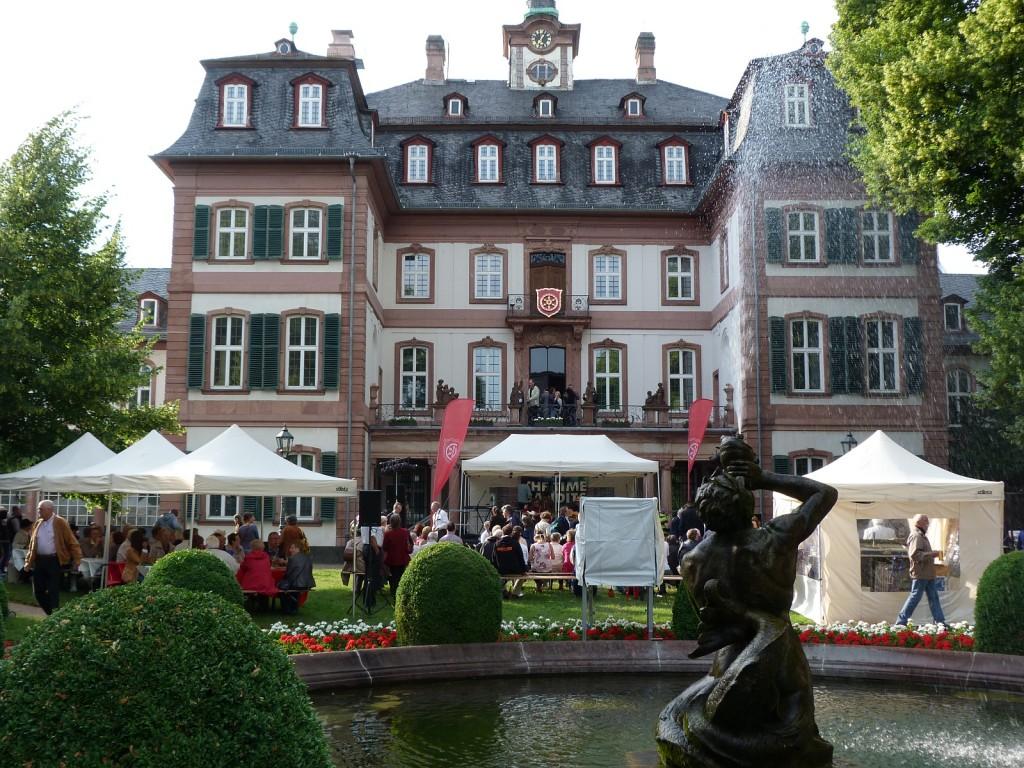 Eröffnungsfeier des 57. Schlossfests im Garten des Bolongaropalasts in Frankfurt am Main Höchst