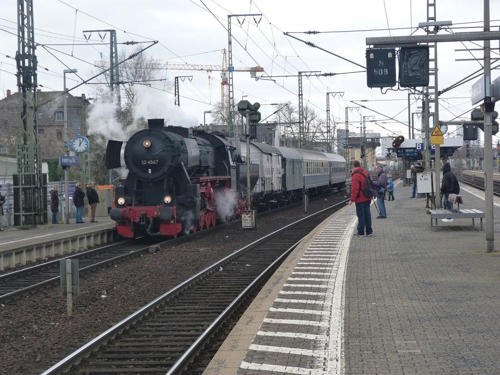 52 4867 auf Gleis 9 des Frankfurter Südbahnhofs