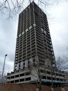 Der AfE-Turm auf dem alten Campus der Johann-Wolfgang-Goethe-Universität in Frankfurt am Main vor der Sprengung im Februar 2014