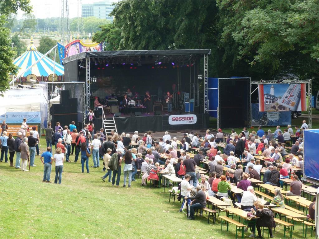 IKatzeBlues locken die Sonne während des 1. Höchster-Blues-Festivals heraus