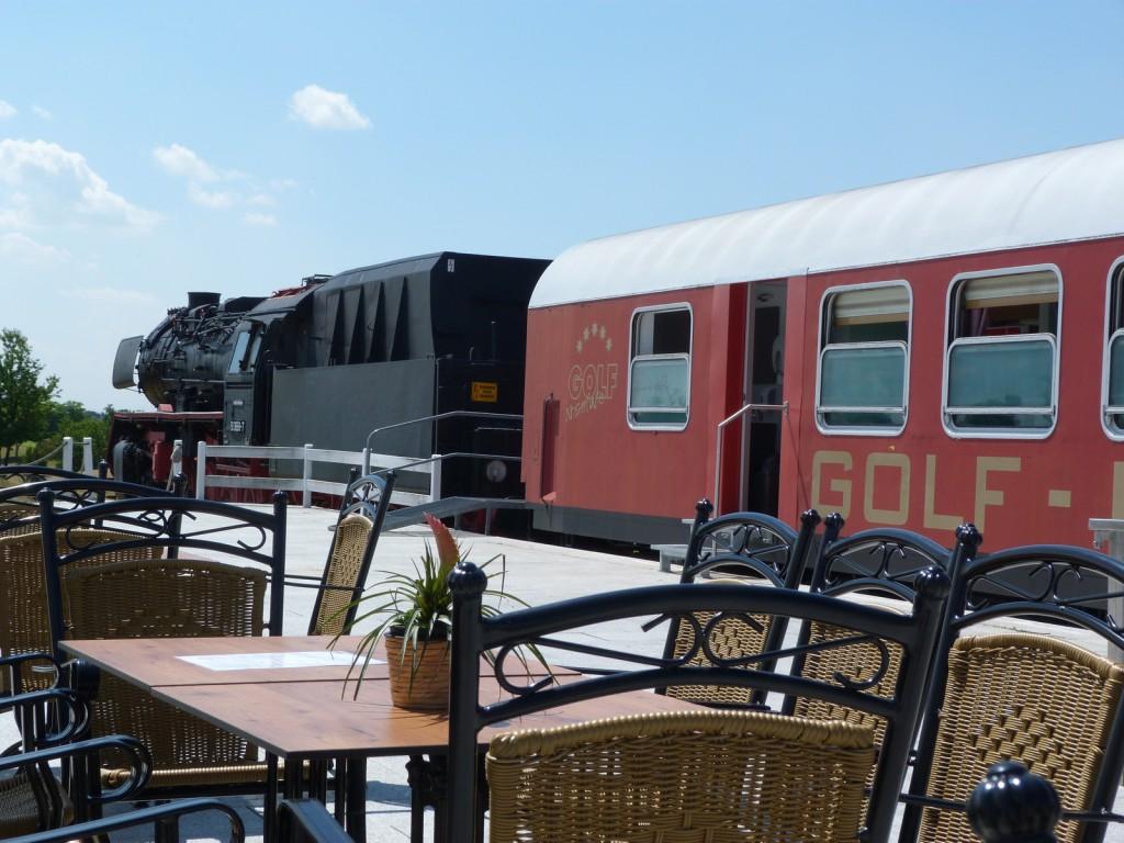 Bistro-Zug in Biblis-Wattenheim mit 50 3658-7 an der Spitze. Der Zug steht auf dem dortigen Golfplatz.