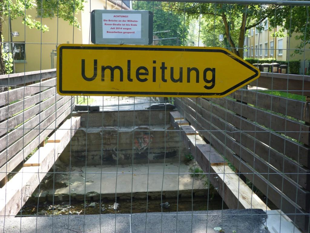 Die Fußgängerbrücke über den Liederbach auf Höhe der Wilhelm-Roser-Straße ist derzeit gesperrt.