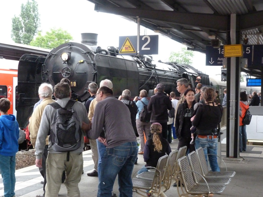 Dampflokomotive 01 118 am 29. Mai 2014 in Neustadt (Weinstr) Hbf