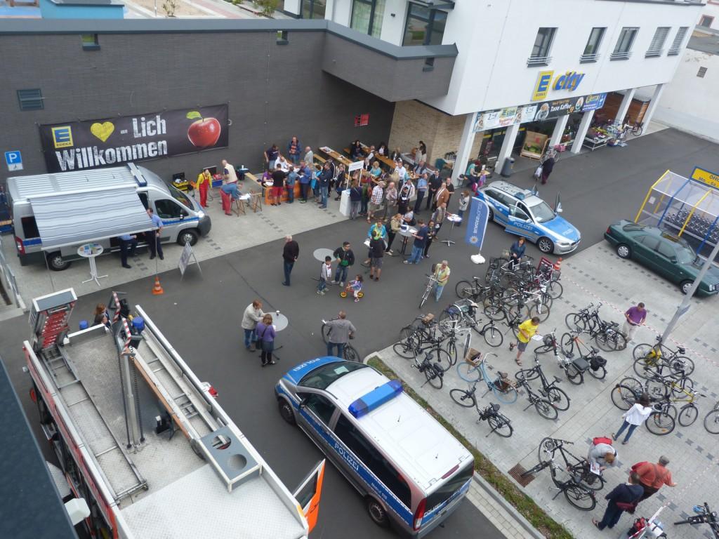 Sicherheitsfrühstück auf dem Edeka-Parkplatz in Frankfurt am Main Unterliederbach