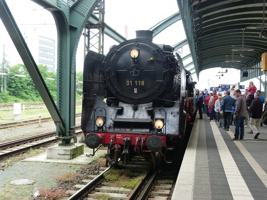 Darmstadt Hbf Gleis 12 - 01 118 kurz vor der Abfahrt nach Weinheim und Neustadt an der Weinstraße