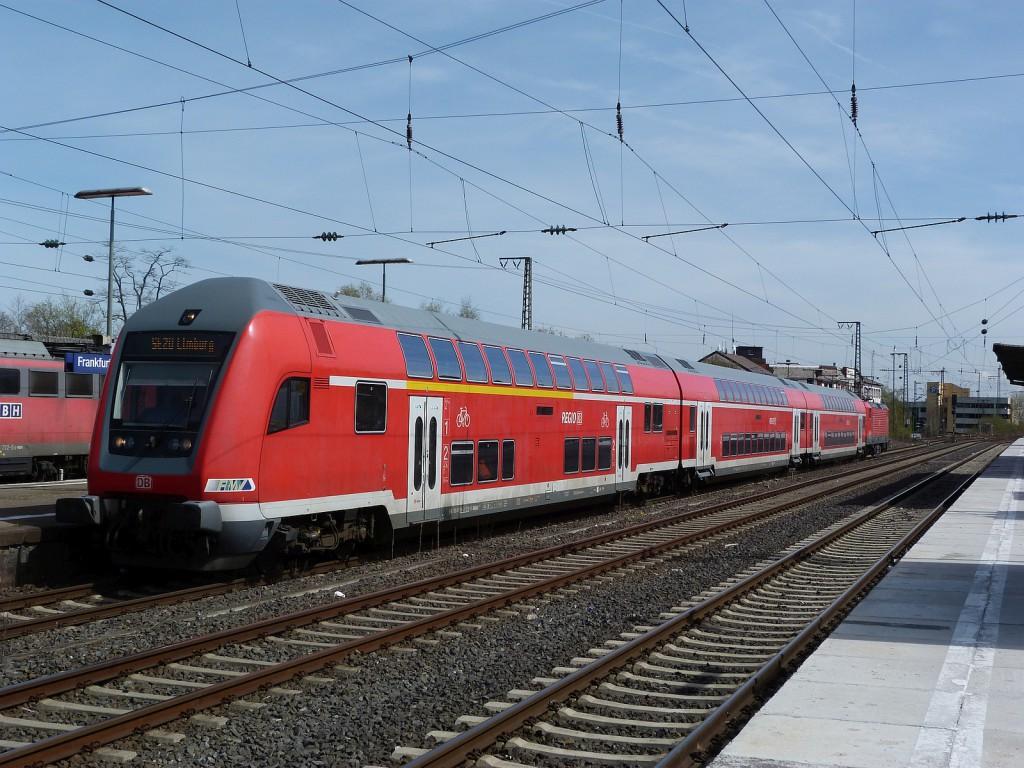 Stadtexpress nach Limburg im Bahnhof Frankfurt-Höchst