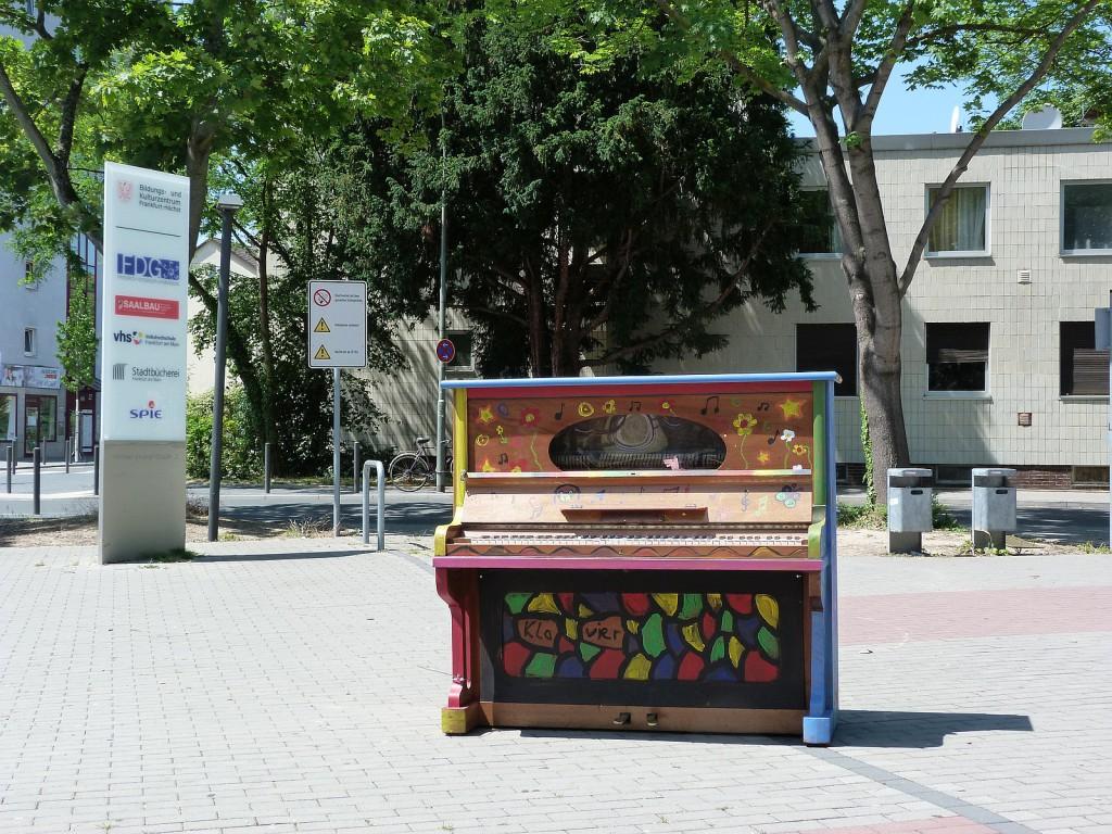 Klavier in der Michael-Stumpf-Straße
