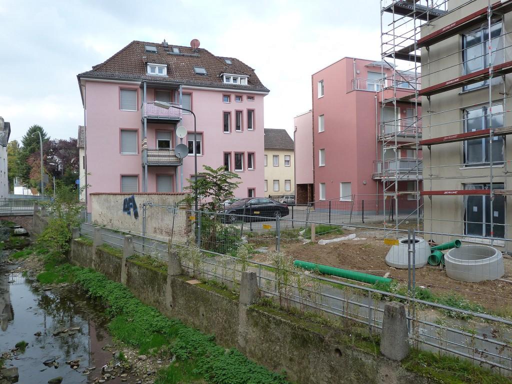 Liederbach zwischen Wasgaustraße und Pfälzer Straße in Frankfurt am Main Unterliederbach