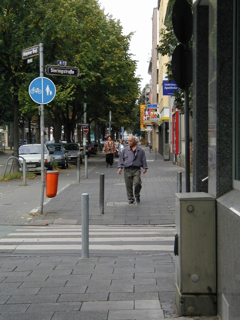 Frankfurt am Main Unterliederbach, Königsteinerstraße Ecke Sieringstraße mit Blickrichtung Norden (2000)