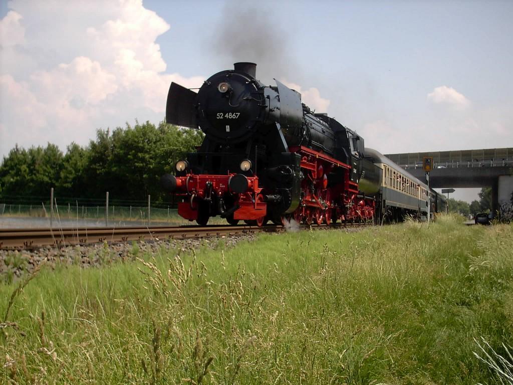 52 4867 der Historischen Eisenbahn Frankfurt in der Gemarkung Unterliederbach (08.06.2003)