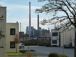 Gewerbepark an der Silostraße in Frankfurt am Main Unterliederbach – im Hintergrund der Industriepark Höchst