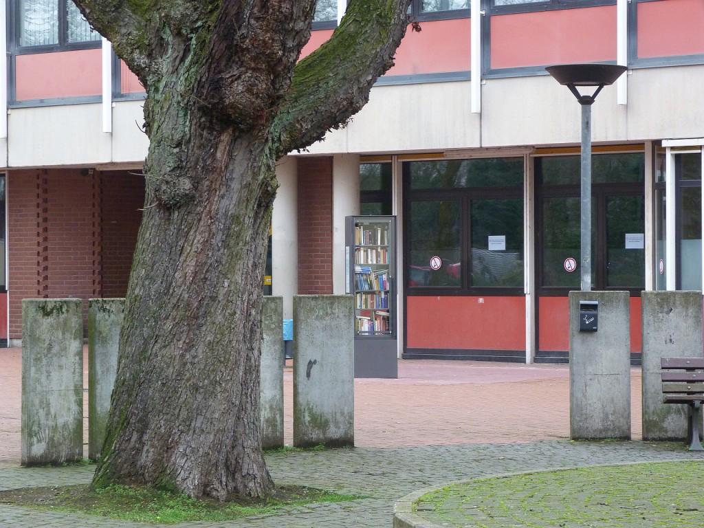 Offener Bücherschrank in Frankfurt am Main Unterliederbach