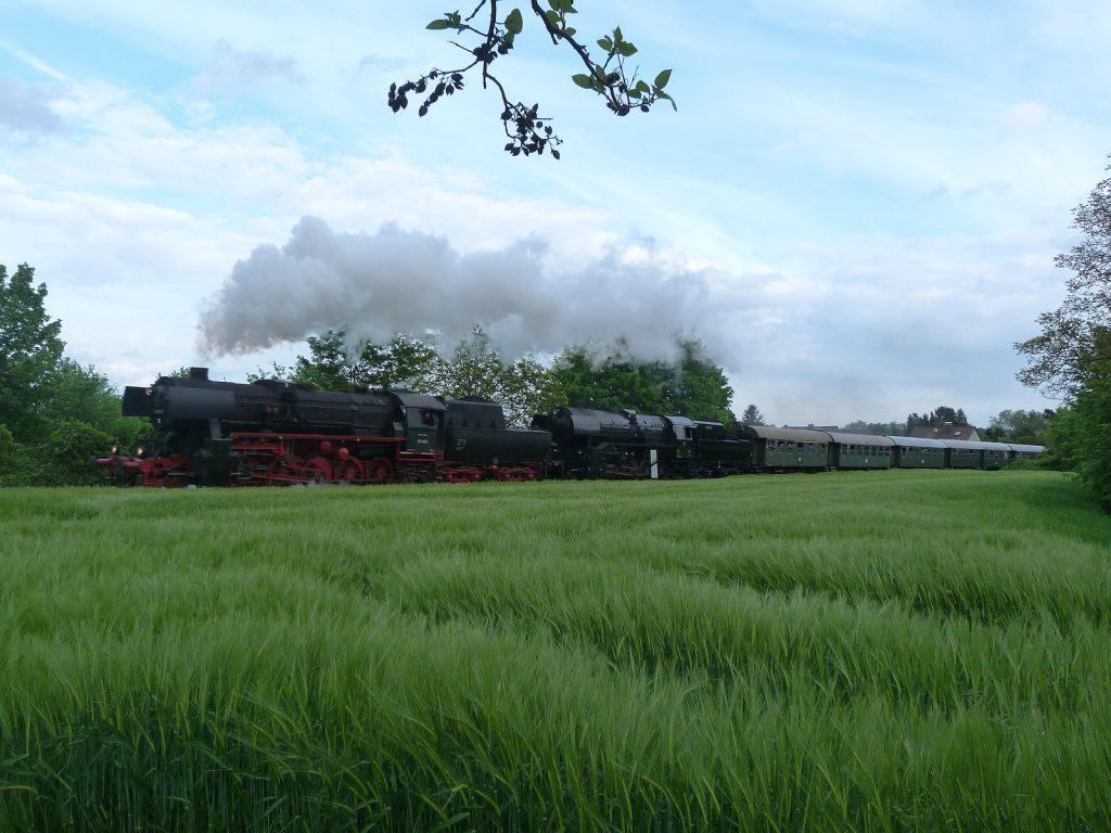 52 4867 und CFL 5519 bei Frankfurt am Main Unterliederbach