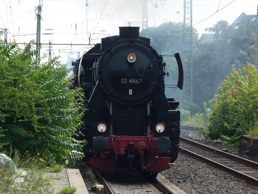 52 4867 bei der Einfahrt nach Frankfurt-Höchst
