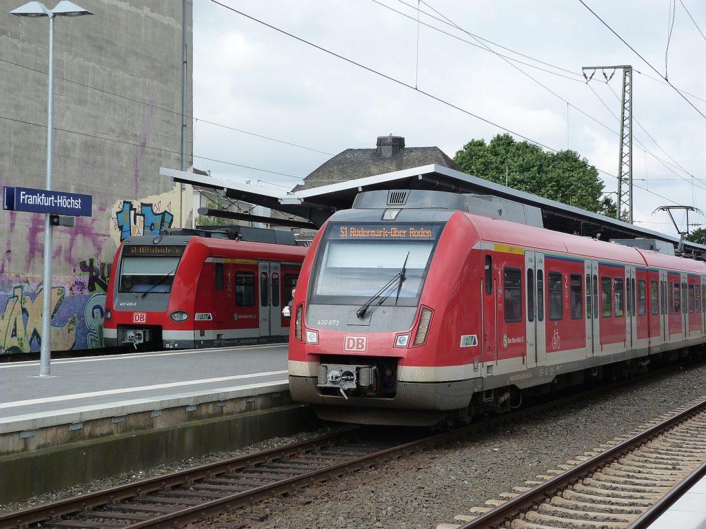 S-Bahn-Züge in Frankfurt-Höchst