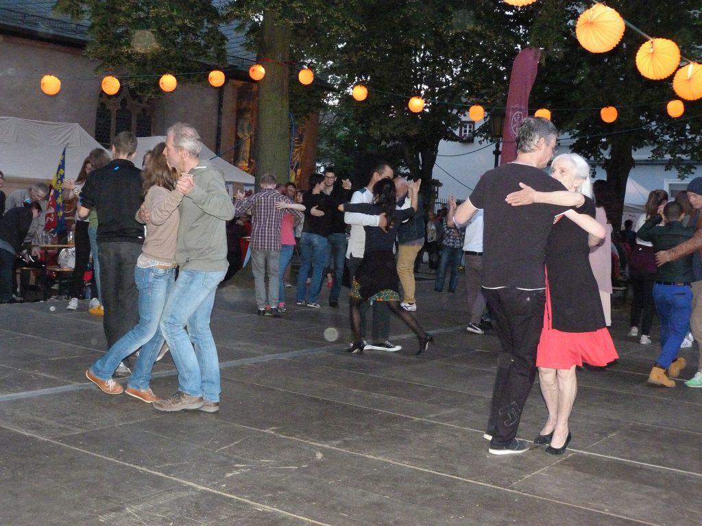 Höchster Altstadtfest: Tanz für Jedermann