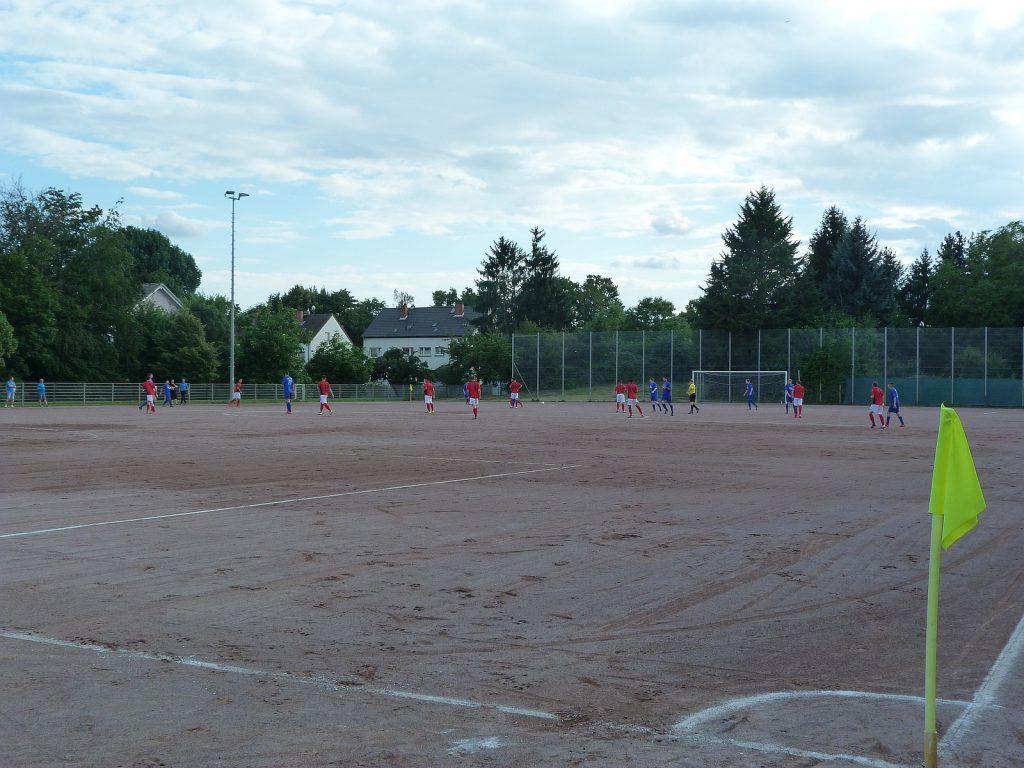 Der Hartplatz des VfB Unterliederbach an der Hans-Böckler-Straße