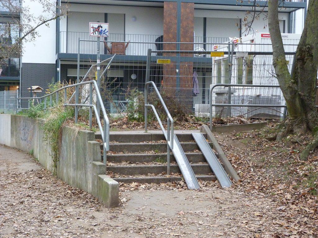 Treppenabgang von der Pfälzer Straße zum Fußweg entlang des Liederbaches.