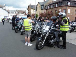 Frankfurt am Main Unterliederbach, Biker fahren für Kinder