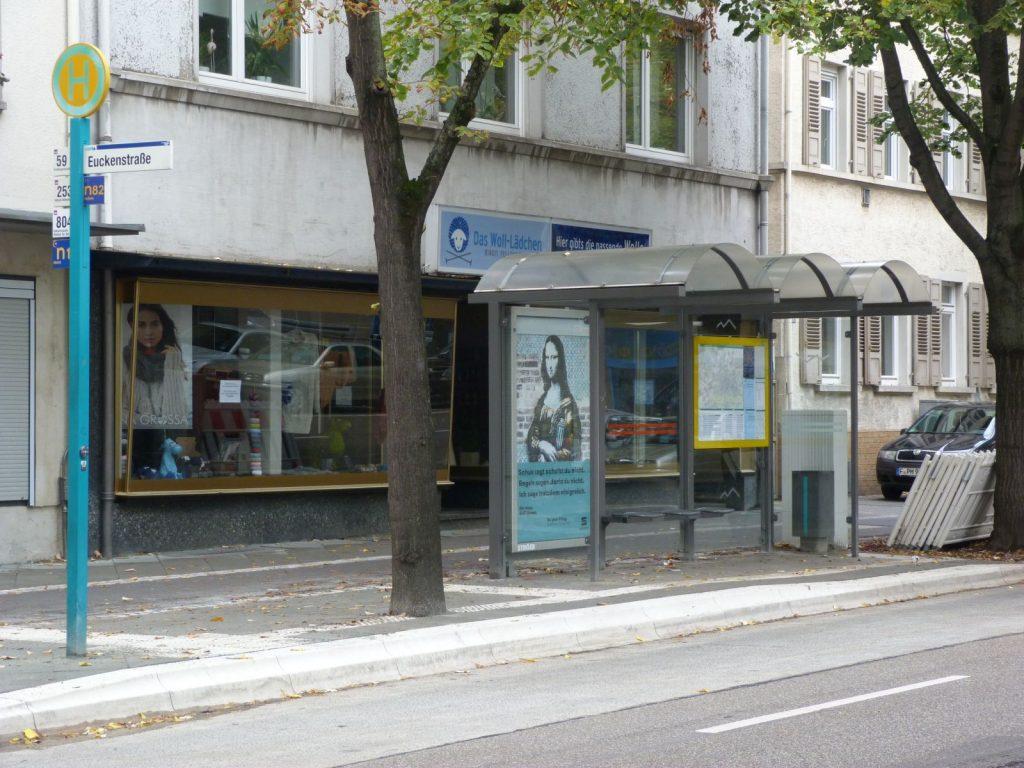 Bushaltestelle Euckenstraße in Frankfurt am Main Unterliederbach