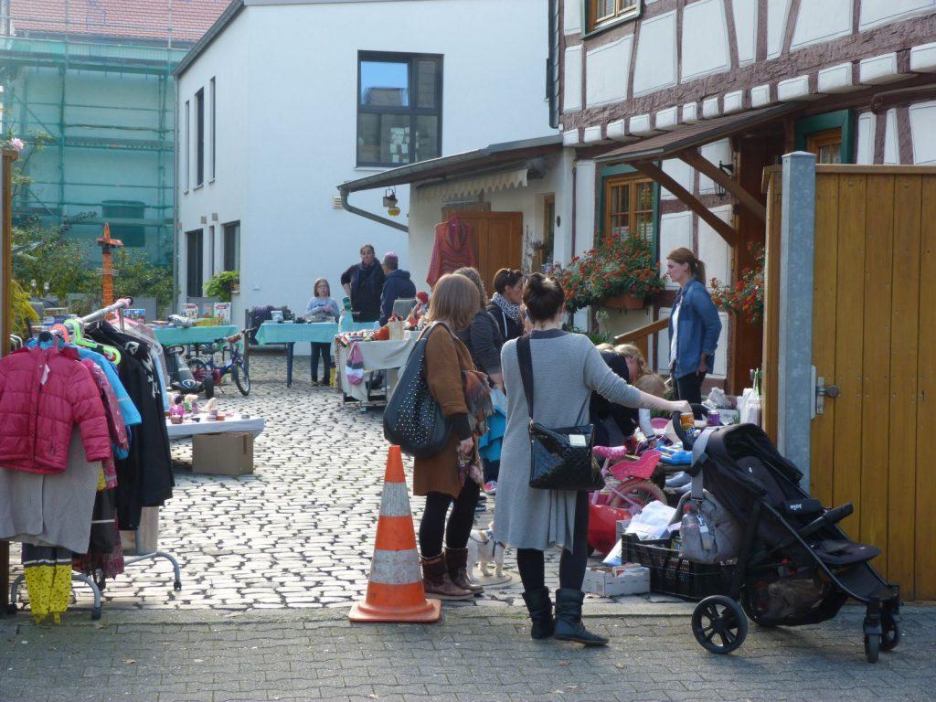 Höfeflohmarkt in Unterliederbach