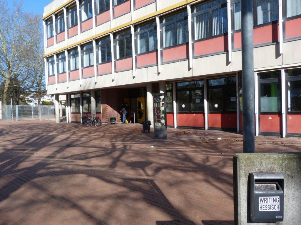 Auch die Ludwig-Erhard-Schule hatte zur Stimmabgabe eingeladen.