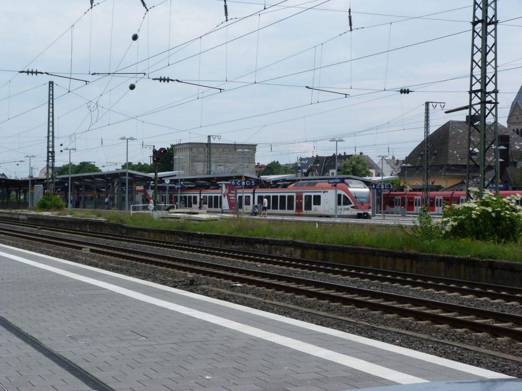 Frankfurt am Main Höchst, Bahnsteige