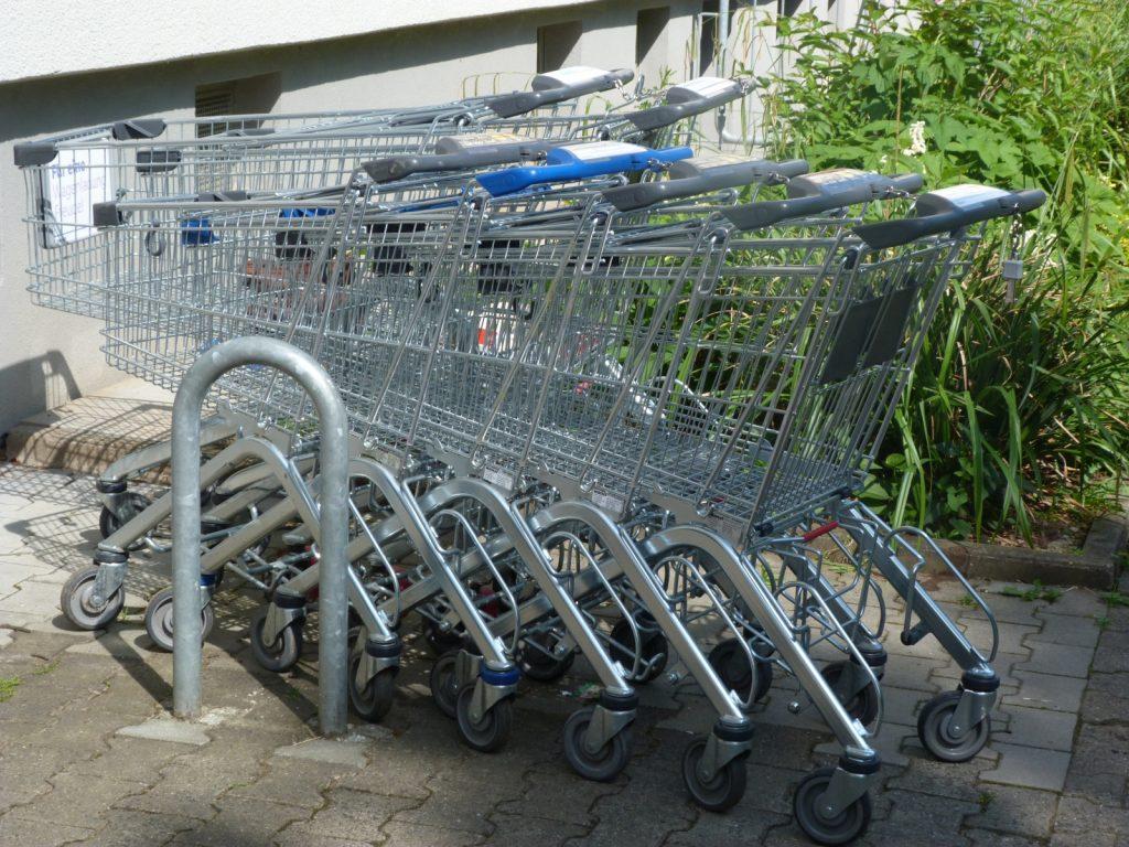 Einkaufswagen irgendwo in Unterliederbach