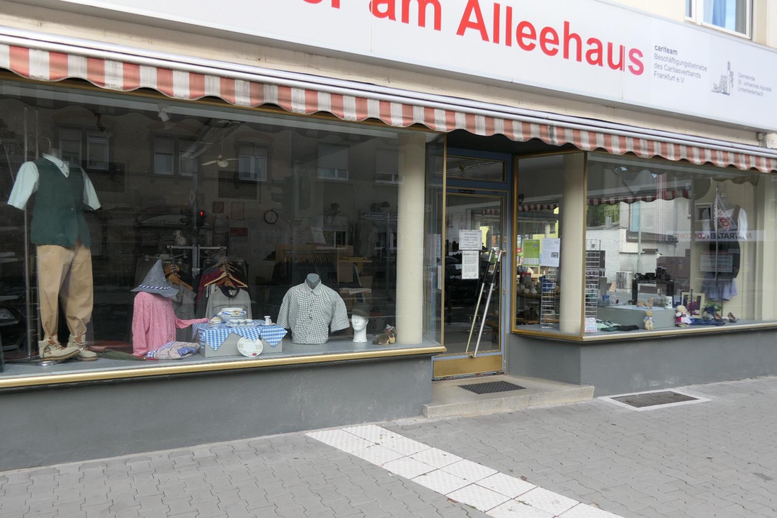 Kleider am Alleehaus, Königsteiner Straße in Frankfurt am Main Unterliederbach