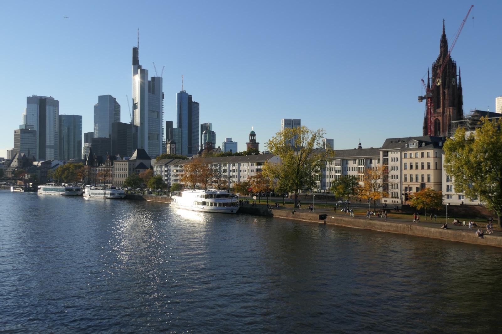 Dom, Main und Skyline - Frankfurt im goldenen Oktober