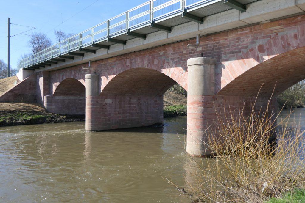 Teilerneuerte Eisenbahnbrücke Nied von 1839