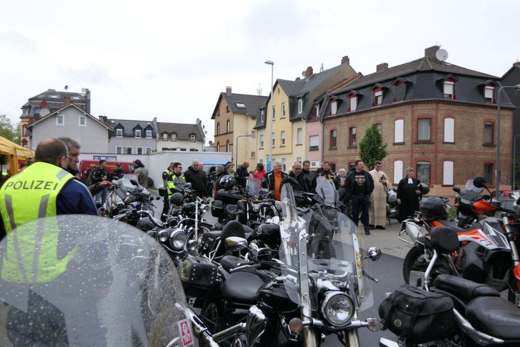 Biker fahren für Kinder - Frankfuhrt am Main Unterliederbach
