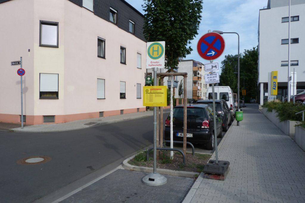 Ersatzhaltestelle in der Soonwaldstraße in Frankfurt am Main Unterliederbach