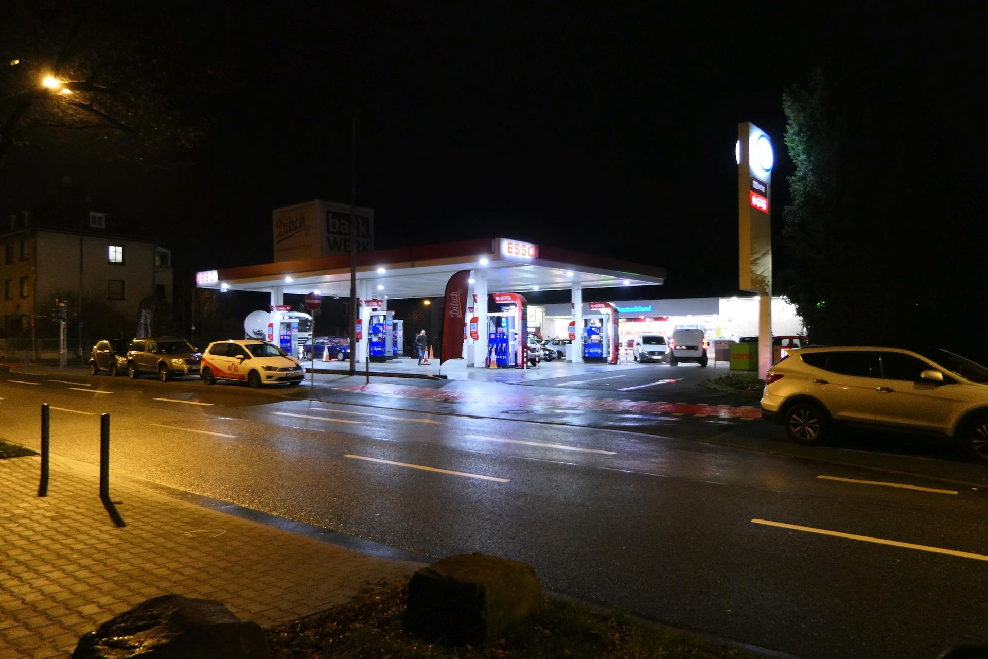 Frankfurt am Main Unterliederbach, ESSO-Tankstelle an der Königsteiner Straße