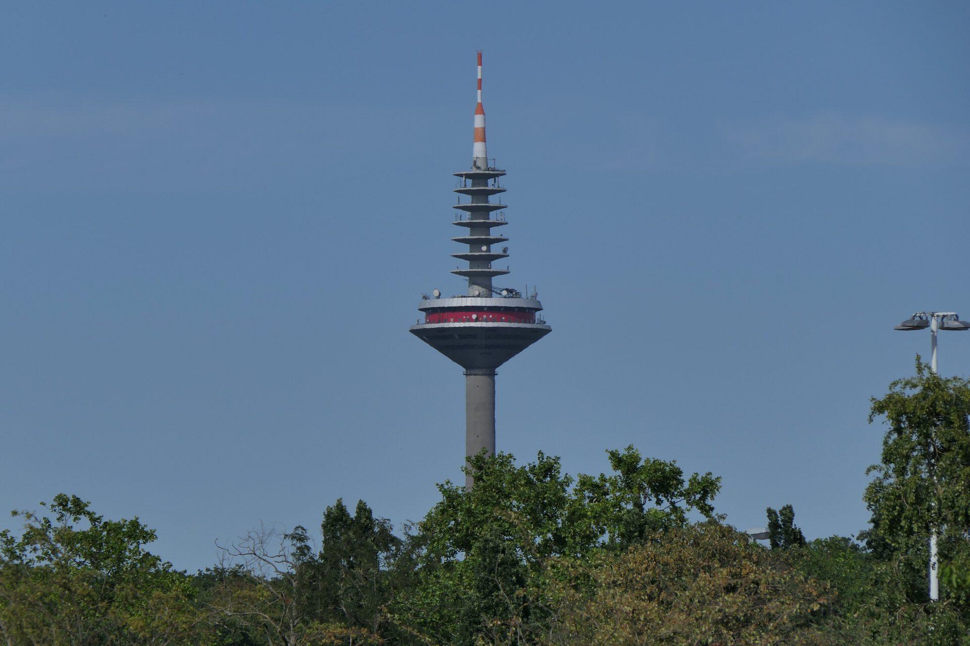 Europaturm, im Volksmund auch Ginnheimer Spargel, in Frankfurt am Main Bockenheim