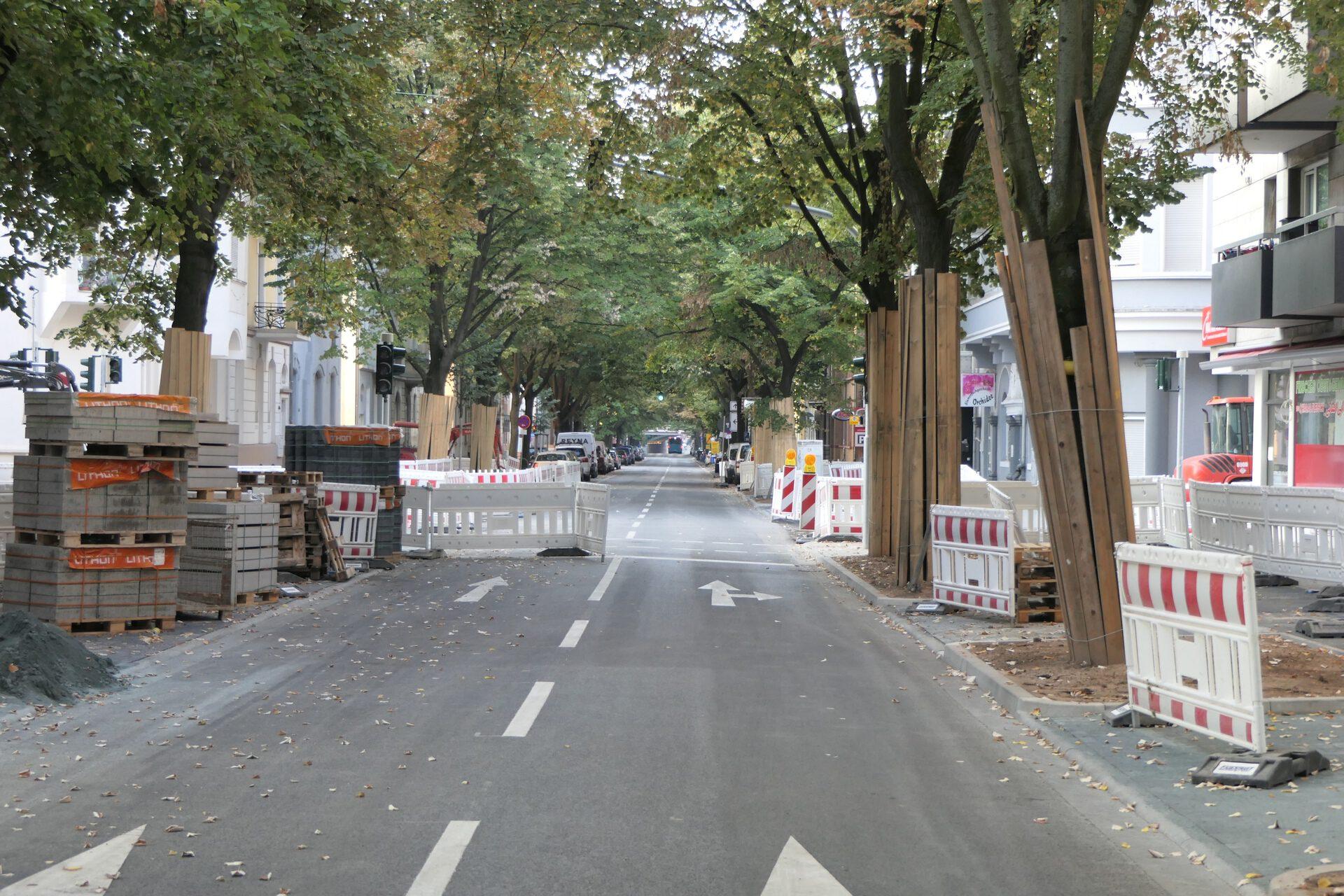 Königsteiner Straße in Frankfurt am Main Unterliederbach, Blickrichtung Höchst