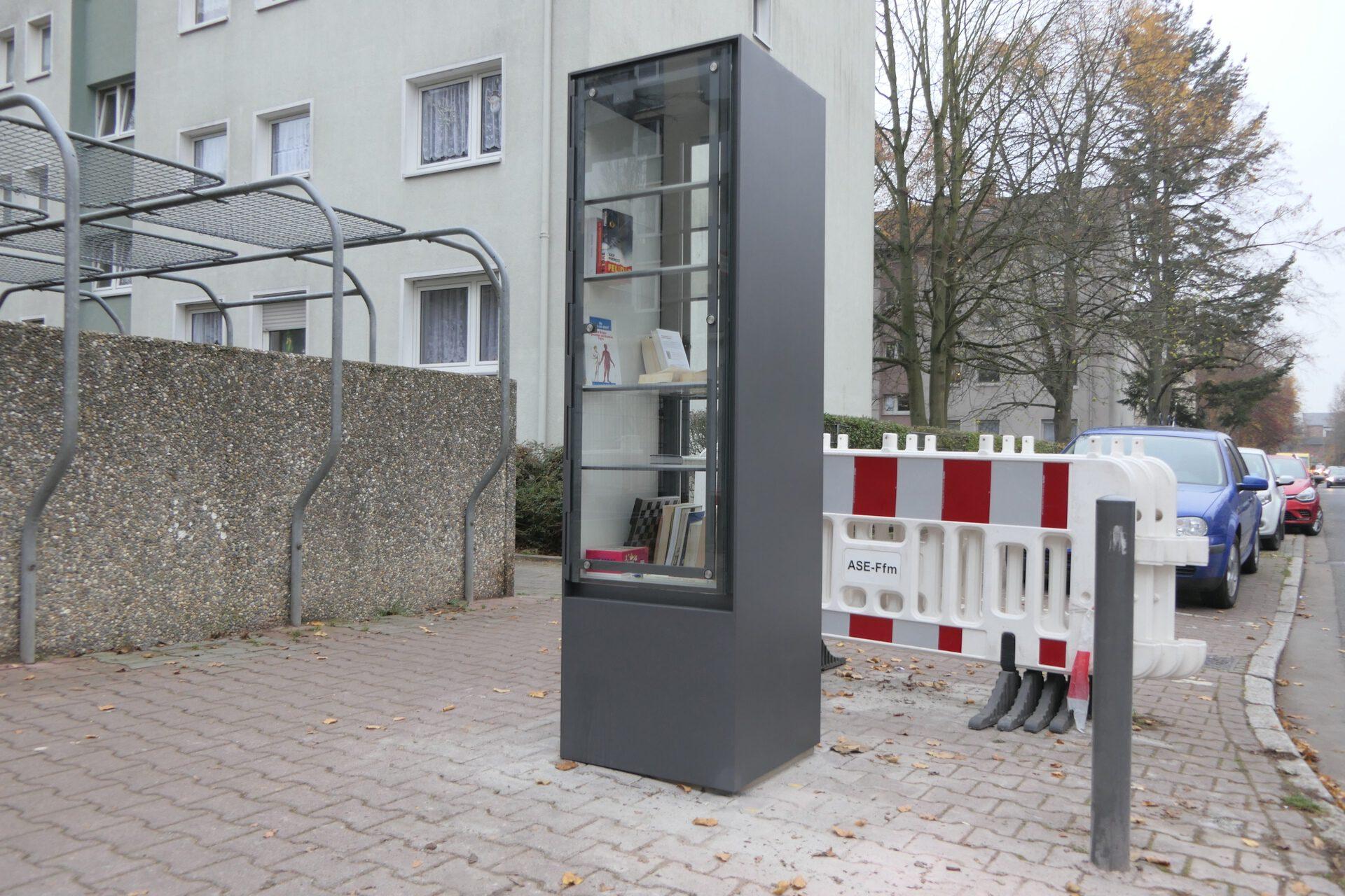 Offener Bücherschrank, Sieringstraße, Frankfurt am Main Unterliederbach