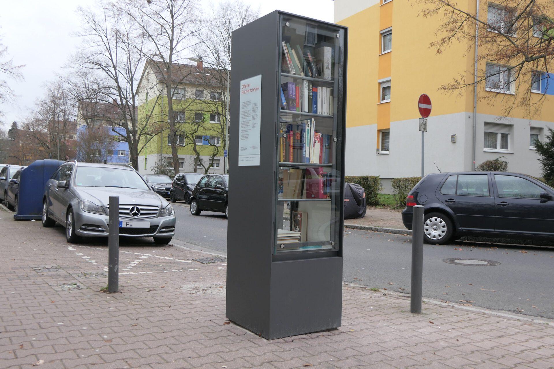 Sieringstraße, Frankfurt am Main Unterliederbach, Offener Bücherschrank