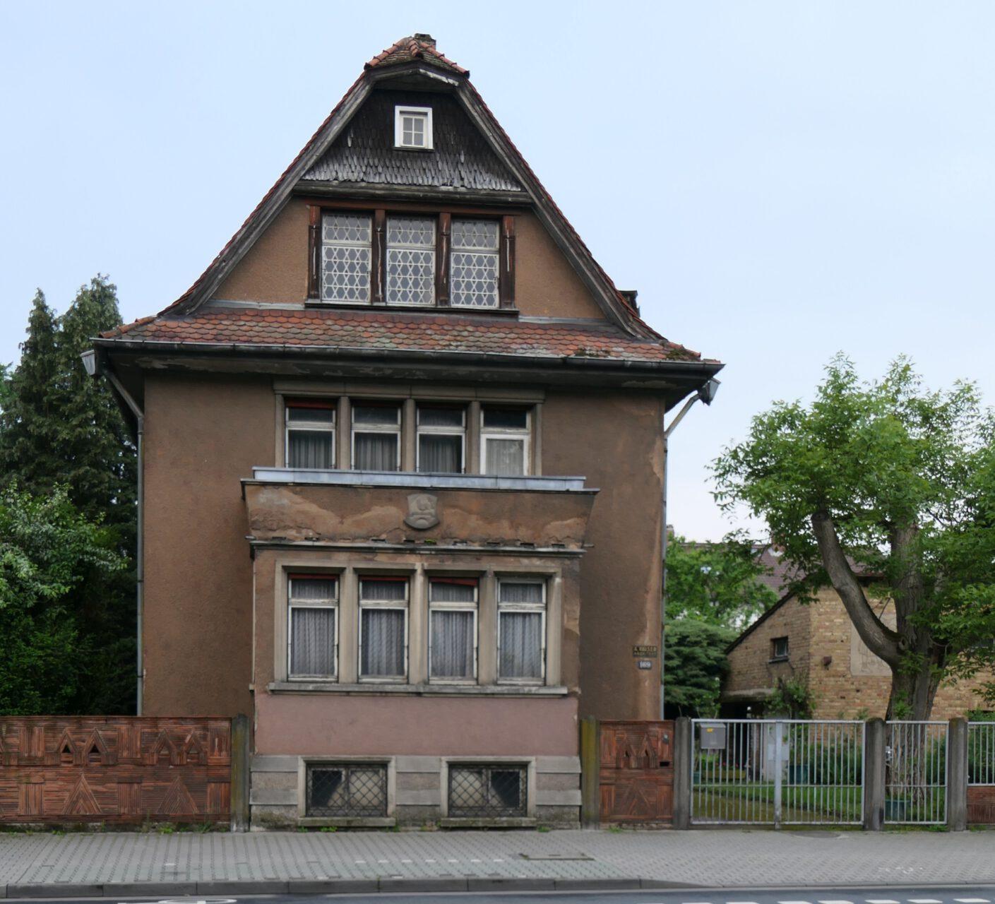 Haus auf der Königsteiner Straße in Frankfurt am Main Unterliederbach